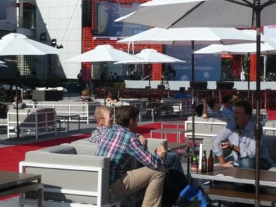 howard-street-was-transformed-into-oracle-cloud-plaza-with-plush-carpet-and-outdoor-tables-for-networking-750x563