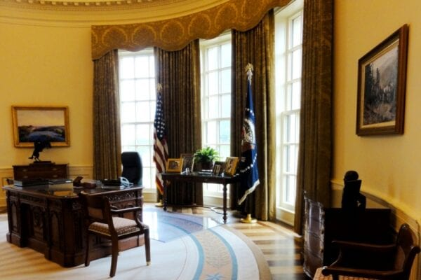 DEAL GeorgeWBushPresidentialCenter-OvalOfficeDesk-