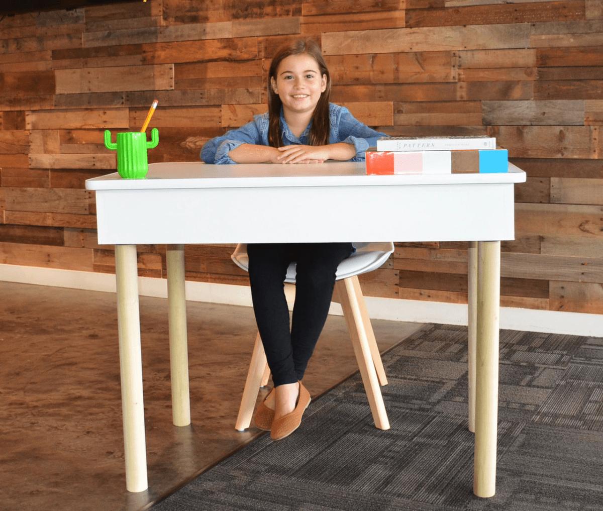 T3Expo school desks